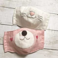 How to sew a face mask from fabric – a video sewing tutorial - New ideas Fabric Crafts, Sewing Crafts, Sewing Projects, Sewing Hacks, Sewing Tutorials, Bear Mask, Crochet Mask, Diy Mask, Sewing Techniques
