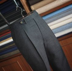 You could possibly refrain from wondering what you should wear to operate to look as elegant while you do outside of the business office. Slim Fit Dress Pants, Mens Dress Pants, Men Dress, Stylish Mens Outfits, Casual Skirt Outfits, Mens Fashion Wear, Suit Fashion, Mens Fall Street Style, Bespoke