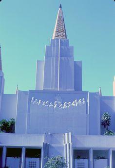 Oakland Temple - http://www.everythingmormon.com/oakland-temple-3/  #mormonproducts #LDS #mormonlife
