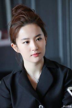 Beautiful Chinese Girl, Beautiful Girl Image, Beautiful Asian Women, Korean Beauty, Asian Beauty, Asian Cute, Asian Celebrities, Cute Girl Pic, How To Pose