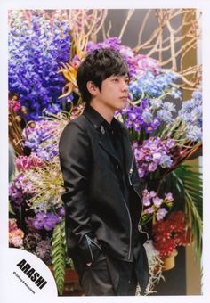 Arashi: the five-coloured rainbow of positiveness! Ninomiya Kazunari, The Five, Boys Over Flowers, Picture Cards, Marry Me, Cute Guys, Boy Bands, Sexy, Handsome