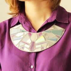 Recycled CD's necklace, easy tutorial and you only need your old CD's, glue and a base. Let's recycle!