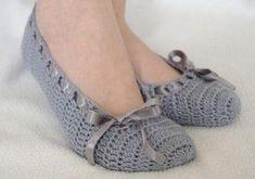 Home Ideas: How to make modern Crochet Slippers Crochet Boots Pattern, Crochet Slippers, Shoe Pattern, Crochet Patterns, Crochet Woman, Crochet Baby, Diy Crafts Crochet, Crochet Sandals, Modern Crochet