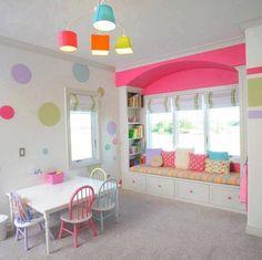 Renkli çocuk odası dekorsyonu