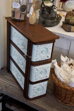 ideas sewing machine drawers upcycling repurposed for 2019 Sewing Machine Drawers, Sewing Machine Tables, Sewing Cabinet, Treadle Sewing Machines, Antique Sewing Machines, Antique Sewing Tables, Cabinet Drawers, Refurbished Furniture, Repurposed Furniture
