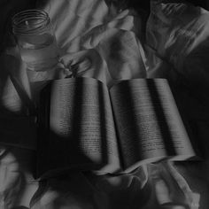 Black Aesthetic Wallpaper, Night Aesthetic, Black And White Aesthetic, Aesthetic Colors, Aesthetic Images, Aesthetic Grunge, Aesthetic Photo, Black And White Picture Wall, Black And White Pictures