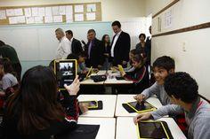 Alunos e professores da rede municipal de ensino recebem tablets da Prefeitura de Joinville. Nesta primeira etapa serão distribuidos 4 mil tablets e notebooks em quatro escolas da rede municipal.