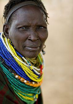 parure de perles : femme Nyangatom, Ethiopie, Afrique