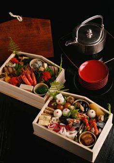 Bento in Miyama Japanese Bento Box, Japanese Food, Traditional Japanese, Japanese Culture, Happy New Year Japanese, Asian New Year, Sushi, Salty Foods, Cute Food