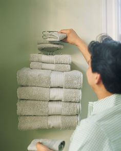 Walls in bathrooms are often underutilized. To make towels and washcloths handy for bathers, install a hotel-style multitiered rack on the wall next to the tub. Bathroom Organization, Bathroom Storage, Organization Hacks, Organizing Ideas, Household Organization, Organising, Space Saving Bathroom, Simple Bathroom, Bathroom Ideas