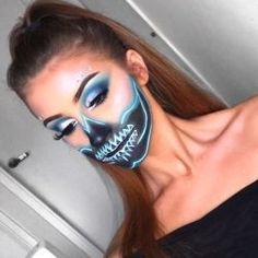 Check out these DIY Halloween Makeup Looks that will inspire you to get creative with dressing up this Halloween. These are the perfect Halloween Costumes. Cool Halloween Makeup, Halloween Makeup Looks, Halloween Diy, Halloween Costumes, Halloween Halloween, Vintage Halloween, Skull Makeup, Diy Makeup, Makeup Ideas
