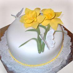 Daffodil+cake+mother%27s+day.jpg (1536×1536)