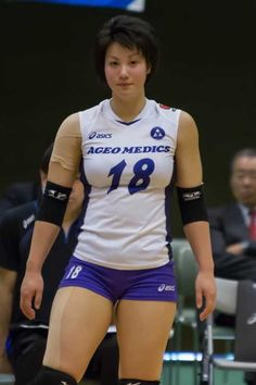 Sports Discover Shiho Yoshimura Is Officially The Hottest Athlete Of The Rio Olympics. Volleyball Poses, Female Volleyball Players, Volleyball Shorts, Volleyball Pictures, Women Volleyball, Volleyball Setter, Softball Pictures, Cheer Pictures, Beautiful Japanese Girl