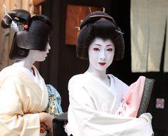 芸妓 君香さんと君晴さん