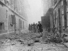 Je suis arrivée au rez-de-chaussée, les carreaux tombaient encore. Ici, Rue de l'oratoire 1944, non loin de chez Suzanne Laporte.