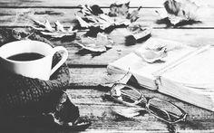 """🍁""""Η Μέρα συνέχεια μίκραινε, πιεσμένη Από μια Νύχτα κυρτωμένη και πρόωρη Το Απόγευμα έριχνε το λιγοστό του Κίτρινο  Στο βαθύ Δειλινό 🍁 Οι Άνεμοι έβγαλαν τις πολεμικές τους συνήθειες. Τα Φύλλα ζήτησαν άδεια και την πήραν Ο Νοέμβρης κρέμασε το Γρανιτένιο Καπέλο του. Πάνω σε καρφί Βελουδένιο."""" #EmilyDickinson 📚  #FelizNoviembre #MuchoFrio"""