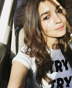 7 Natural Makeup Looks Of Bollywood Actresses Bollywood Fashion, Bollywood Actress, Bollywood Images, Vintage Bollywood, Bollywood Girls, Bollywood Stars, Alia Bhatt Photoshoot, Alia Bhatt Cute, Alia And Varun