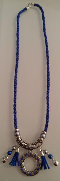 collar etnico de piezas metalicas y strass