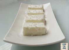 Dobra wiadomość dla wszystkich łasuchów! Pyszny deser możemy przygotować nawet wtedy, gdy nasza lodówka świeci pustkami. Do zrobienia kokosowego ptasiego mleczka (w wersji light!) potrzebujemy tylk… Vanilla Cake, Cheesecake, Food And Drink, Sweets, Fit, Inspire, Cakes, Kitchen, Food Recipes