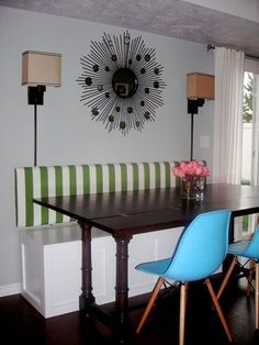 I want to build a banquet like this in front on the window in my dining room/kitchen. I love it..