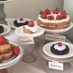 I Love Food, Good Food, Yummy Food, Cute Desserts, Dessert Recipes, Gateaux Cake, Cafe Food, Aesthetic Food, Aesthetic Pastel
