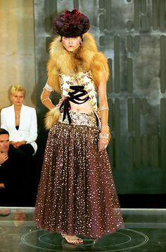 1999-00 - Galliano 4 Dior Couture show -