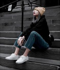 Lisa Aesthetic Outfit lisa aesthetic outfit beautiful woman in fur coat - Woman Coats Blackpink Fashion, Korean Fashion, Fashion Outfits, Lisa Blackpink Wallpaper, Lisa Bp, Black Pink Kpop, Blackpink Photos, How To Pose, Jennie Blackpink
