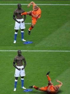 Jogador - Toma essa Fdp! Balotelli - HAHAHA que Dó -'-