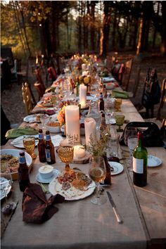 studio foto wedding.    evening garden party. outdoor space. rustic board table. mismatched chairs. mismatched dinnerware + drinking glasses. pillar candles. looks like a fun time was had by all!