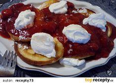 Rychlé lívanečky s jahodovým přelivem recept - TopRecepty.cz Pancakes, Breakfast, Food, Campaign, Medium, Morning Coffee, Essen, Pancake, Meals