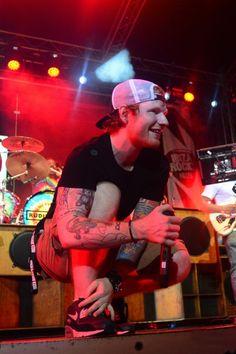 Ed Sheeran performing Bloodstream with Rudimental at Ibiza Rocks Ed in snapback gives me chest pains Edward Christopher Sheeran, Ed Sheeran Lyrics, Ginger Head, Bae, Thug Life, Swagg, Future Husband, Music Artists, Ibiza
