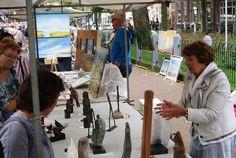 De Hoornse kunstmarkt (grootste van Nederland) is een gewilde standplaats voor kunstenaars. Om de reputatie van de kunstmarkt hoog te houden, wordt de lat ieder jaar weer hoog gelegd voor de kunstenaars. 'Het gaat tenslotte om kwaliteit en niet om kwantiteit,' zegt Joke van der Meij, die samen met Wim Zwijsen de markt organiseert. Ook dit jaar zal het stadcentrum zich weer met ruim tweehonderd kunstenaars.