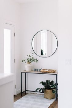 front entry styling love this interior design! It's a great idea for home decor. Home design. Decoration Hall, Decoration Entree, Entryway Decor, Entryway Ideas, Modern Entryway, Front Entry Decor, Hallway Table Decor, Entryway Lighting, Apartment Entryway