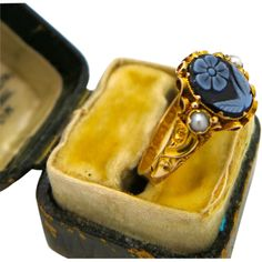 An English Antique Victorian 15k gold, Seed Pearl set,'Forget-Me-Not',  ring London 1872