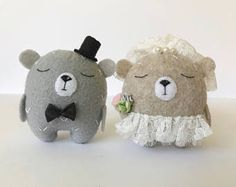 Two tiny bears Bride and Groom