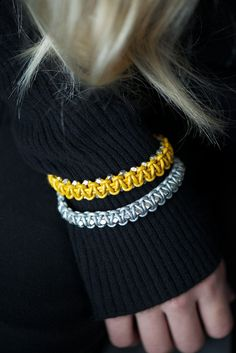 DIY Leather Macrame Bracelet by lebenslustiger Bracelet En Cuir Diy, Leather Bracelet Tutorial, Bracelets Diy, Macrame Bracelet Tutorial, Leather Cord Bracelets, Braided Bracelets, Macrame Bracelets, Leather Jewelry, Diy Tresses