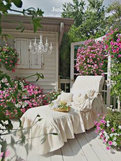 Junk Chic Cottage: Garden Sanctuary and New Lounge Chair Slipcover I love this shabby-chic look so simple yet so elegant-i could spend hours in this lounge chair. Junk Chic Cottage, Shabby Chic Homes, Shabby Chic Decor, Cottage Style, Shabby Chic Patio, French Cottage, Shabby Cottage, French Country, Outdoor Rooms