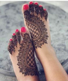 Henna designs - 90 Beautiful Leg Mehndi Designs for every occasion – Henna designs Mehndi Designs Feet, Legs Mehndi Design, Mehndi Designs 2018, Henna Art Designs, Mehndi Design Photos, Wedding Mehndi Designs, Dulhan Mehndi Designs, Mehndi Images, Hena Designs