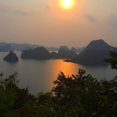 Halong Bay, Vietnam at sunset. Nature Aesthetic, Travel Aesthetic, Mother Earth, Mother Nature, Beautiful World, Beautiful Places, Visualisation, Belle Photo, Pretty Pictures