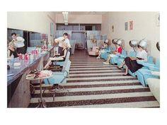 Va-Voom Vintage: retro vintage salon Aqua black-and-white Vintage Hair Salons, Vintage Salon Decor, Salon Art, Retro Hairstyles, Vintage Beauty, Vintage Fashion, Vintage Wear, Vintage Colors, Vintage Ladies