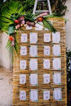 Fab idea for a tropical table plan www. Mariage exotique, mariage tropical Photos : www. Estilo Tropical, Tropical Style, Tropical Wedding Decor, Exotic Wedding, Tropical Wedding Centerpieces, Tropical Weddings, Tropical Decor, Flower Centerpieces, Wedding Reception Seating
