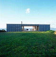 I love the unconventional - Shipping Container Homes: Crosson Clarke Carnachan Architects - Coromandel, New Zealand - Container House Container Architecture, Architecture Résidentielle, Container Buildings, Container Houses, Small House Swoon, Open House, Tiny House, Container Design, Shipping Container Homes