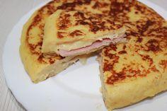 UNA TORTILLA DE PATATAS DIFERENTE    Comparterecetas.com Canapes, Food Design, Paella, Meal Planning, French Toast, Sandwiches, Food Porn, Yummy Food, Delicious Recipes