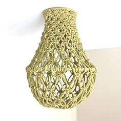 This stunning Modern Macrame Pendant Shade has been handmade, being hand-dyed a beautiful subtle olive green. It has a lamp holder hole. Diy Light Shade, Light Shades, Lamp Shades, Half Hitch Knot, Diy Pendant Light, Diy Chandelier, Macrame Design, Brass Lamp, Macrame Tutorial