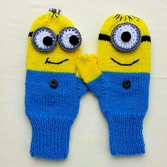 Ravelry: delights' Minion Mittens - must have momma make to match the hats! Knitted Mittens Pattern, Crochet Gloves, Knit Mittens, Knitted Hats, Knitting Patterns, Knitting For Kids, Crochet For Kids, Knitting Projects, Baby Knitting