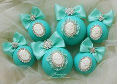 Новогодние шары цвета тиффани