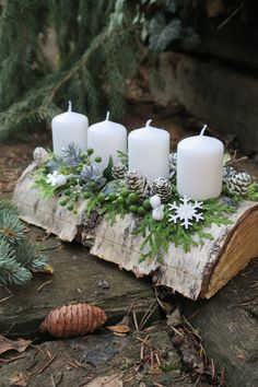 Cheap and Easy Christmas Centerpiece Ideas that you can Make in a Jiff - Hike n Dip Thinking about easy and cheap christmas centerpiece ideas that you can do by yourself? Look here for some of the easiest Christmas centerpiece ideas. Christmas Advent Wreath, Christmas Candle Decorations, Cheap Christmas, Christmas Tablescapes, Christmas Candles, Rustic Christmas, Simple Christmas, Christmas Art, Christmas Ideas