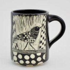 Pottery Mugs, Ceramic Pottery, Pottery Art, Pottery Painting, Ceramic Painting, How To Make Ceramic, Ceramic Animals, Pottery Designs, Sgraffito