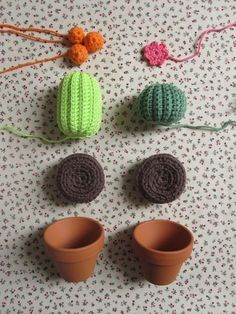 Project Mini Cactus - TheFunkyFox (photo only)crochet cactus :) Maybe present for grandma.Little Amigurimi Cacti -- Would make a clever pin/needle cushion :)Crochet cacti for those of us who kill house plantsCacti in Progress via The Funky Fox. Diy Crochet Cactus, Crochet Diy, Crochet Amigurumi, Crochet Home, Love Crochet, Crochet Gifts, Amigurumi Patterns, Crochet Flowers, Crochet Patterns
