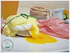 American #breakfast: Benedict #eggs e Devil #cake #food #sweet